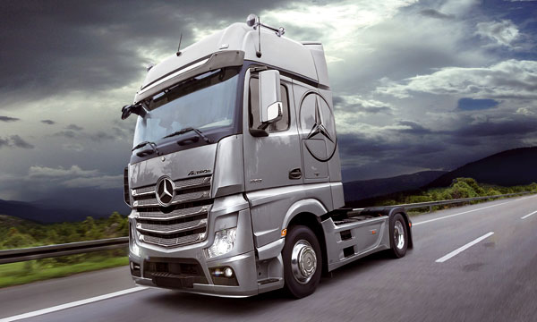 t2m maquette camion italeri mercedes actros gigaspace. Black Bedroom Furniture Sets. Home Design Ideas